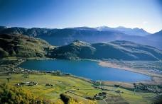 Il 3 e 4 maggio un simposio con i vini del Lago di Caldaro