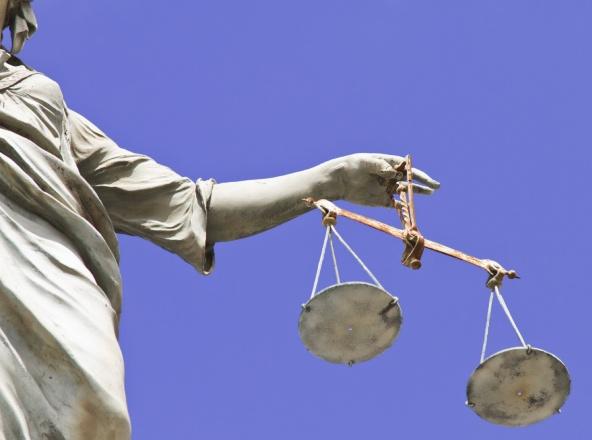 http://www.civiltadelbere.com/wp-content/uploads/2012/05/giustizia2.jpg