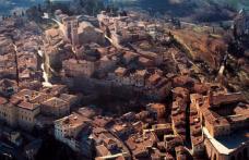È lunedì… pensiamo al weekend! A Montepulciano (Siena) si brinda con il Vino Nobile