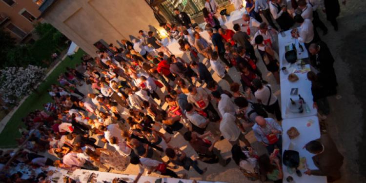 Stasera in Cascina Cuccagna 42 vini per l'estate