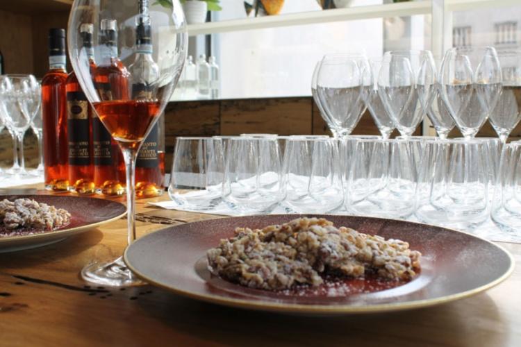 Gran finale con Vinsanto del Chianti Classico Doc e i croccanti allo zucchero e frutta secca di Viviana Varese