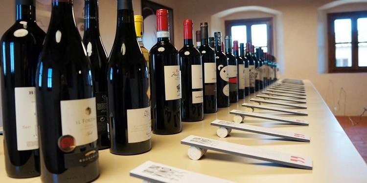 In vino veritas. In mostra Tachis e Doni
