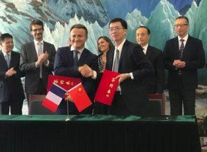 In foto: la firma dell'accordo tra il presidente dell'Inra Philippe Maugin e il direttore dell'Istituto di Botanica del Caas Jing-Yun Fang