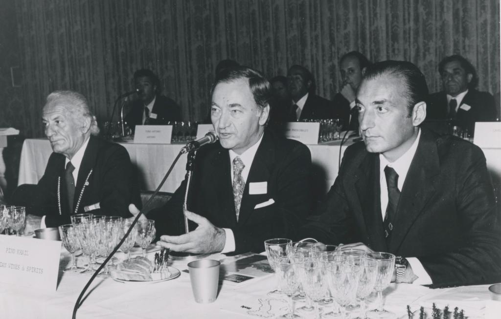 Lucio Caputo (a destra) e Pino Khail (al centro) al primo panel tasting con produttori italiani a New York
