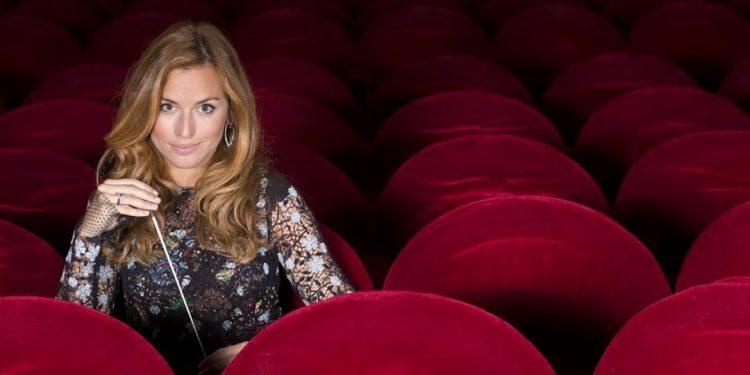 Beatrice Venezi vince il premio Leonia (e pubblica il suo primo album)