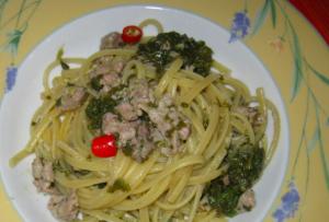 Pasta cavoliceddi (cavoli selvatici) con la salsiccia