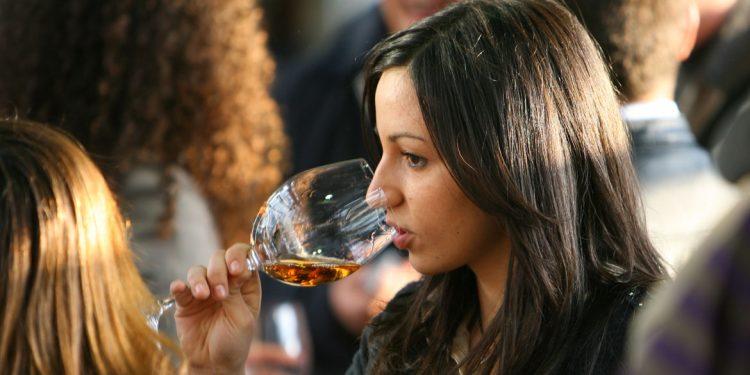 Cosa bevono i Millennials? Tutti i trend da conoscere