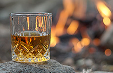 Sospesi i dazi Ue sul whisky Usa