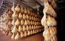 Salumi d'Italia: al Nord il  prosciutto crudo non è solo  Parma e San Daniele