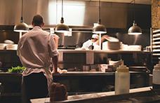 Le difficoltà dei ristoranti per la mancanza di personale